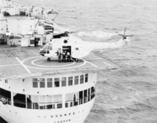 Puma helicopter carrying Argentine wounded to British Hospital Ship Uganda